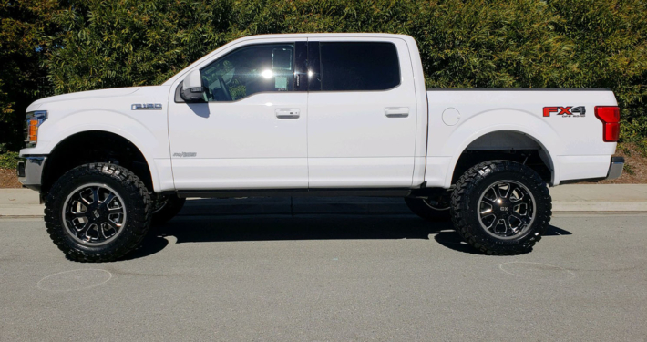 2019 FORD F150 CREW CAB #9389 6″ Offroad Leveling System w/ Shocks, X/D Buck 20x10 Rims, 35″ Toyo Open Country M/T, AMP Electric Side Bars Bars w/ LED.
